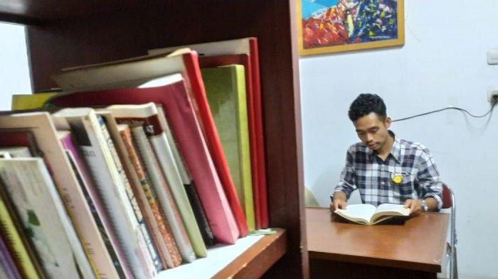 Dede Ahmad, juru pelihara di Gedung Indonesia Menggugat (GIM)