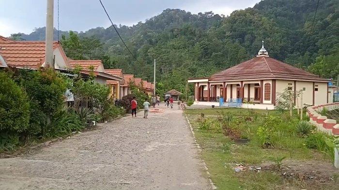 Warga Dusun Cimeong Direlokasi ke Dusun Mekarsari. Penghuni Terakhir Kampung Mati Itu Pun Pindah