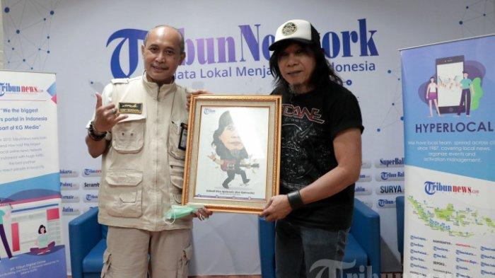 Eet Sjahranie bersama Direktur Tribun Network Febby Mahendra Putra (kiri)