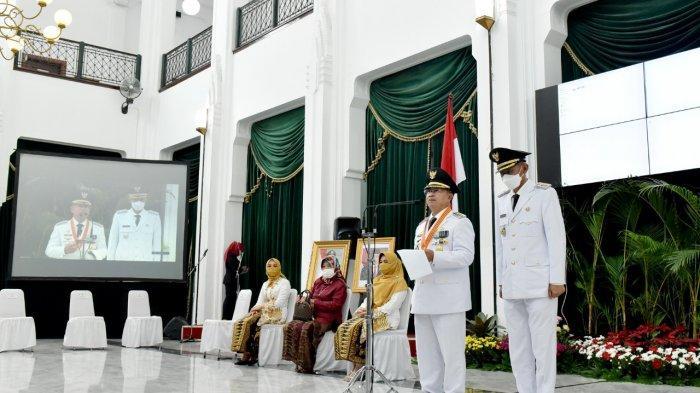 Pelantikan Herman Suherman dan Tb Mulyana Syahrudin sebagai Bupati dan Wakil Bupati Cianjur di Gedung Sate, Bandung