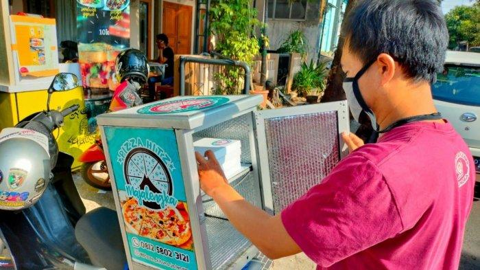 Ari Budiyanto Bertahun-tahun Berikan Layanan Gratis Ongkos Kirim Piza di Kawasan Majalengka