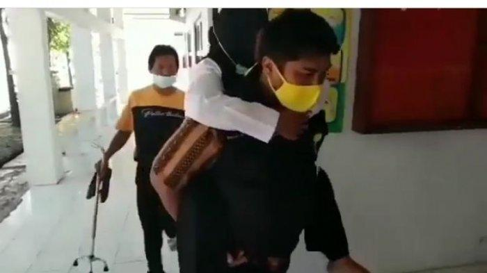 Tangkapan layar di Instagram yang viral, saat Imas digendong mengikuti tes PPPK