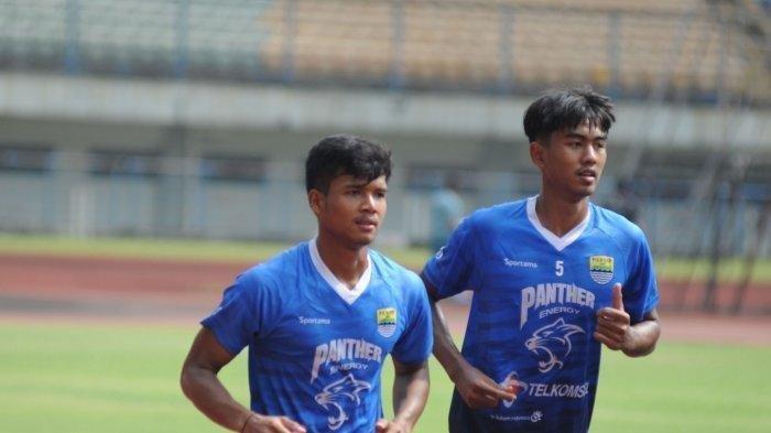 Bayu M Fiqri (kiri) dan Kakang Rudianto saat berlatih bersama Persib Bandung.