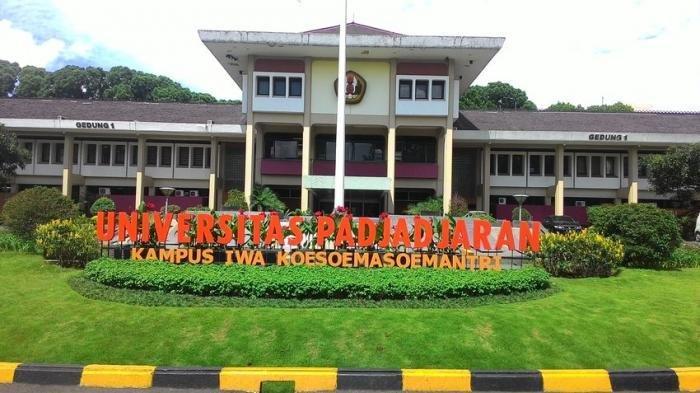 Kampus Universitas Padjadjaran di Jalan Dipatiukur, Bandung