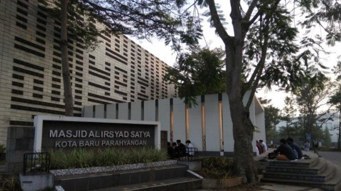 Masjid Al Irsyad Satya hasil rancangan Ridwan Kamil di Kota Baru Parahyangan, Padalarang, Kabupaten Bandung Barat (KBB)