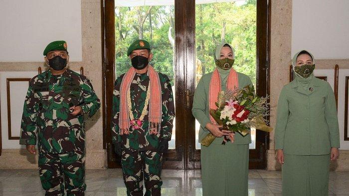 Penyambutan Pangdam III/Siliwangi yang baru, Mayjen Agus Subiyanto (kedua dari kiri) oleh Pangdam Siliwangi Mayjen TNI Nugroho Budi Wiryanto di Makodam III/Siliwangi, Rabu (18/8/2021).