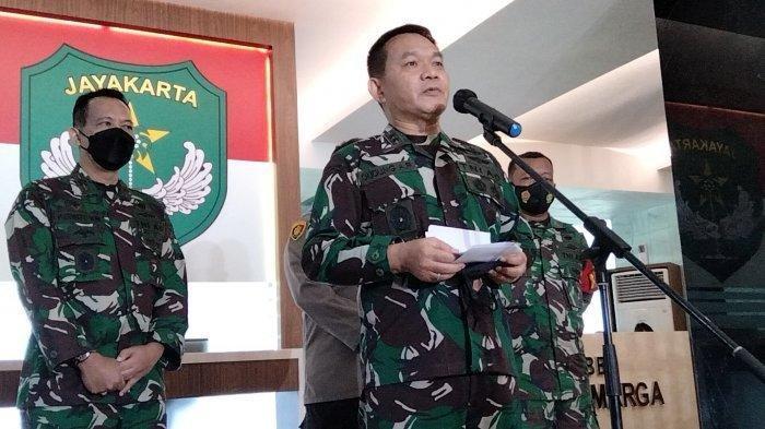 Pangdam Jaya Mayjen TNI Dudung Abdurachman saat konferensi pers di Makodam Jayakarta Jakarta Timur pada Senin (10/5/2021).