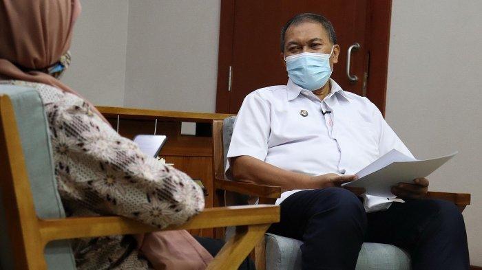 Wali Kota Bandung, Oded M Danial, saat diwawancarai Tribun Jabar di ruang kerjanya