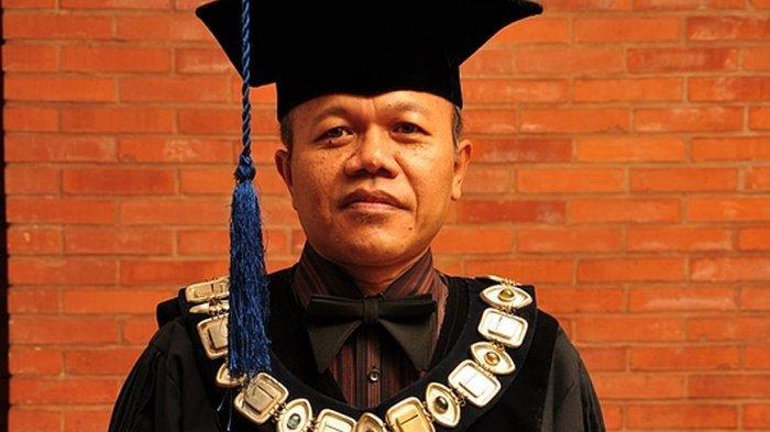 Rektor Universitas Islam Bandung (Unisba), Prof Dr H Edi Setiadi SH MH