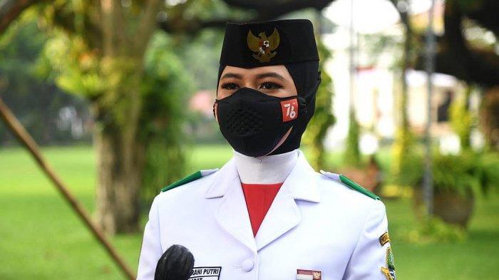 Itu Teteh, Mah, Bi! Itu Teteh!  Qyara Jadi Pembawa Bendera Pusaka di Istana Merdeka