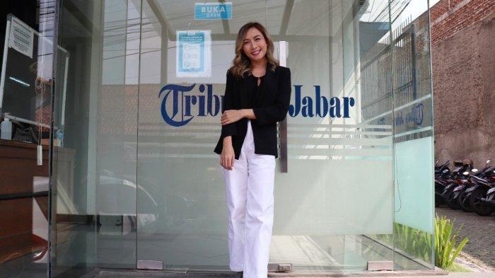 Rhyma Permatasari saat berkunjung ke Kantor Tribun Jabar, Jalan Sekelimus Utara, Kota Bandung