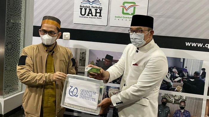Gubernur Jawa Barat Ridwan Kamil menemui Ustaz Adi Hidayat di Kantor Quantum Akhyar Institut, Bekasi, Senin (21/6/2021) malam.