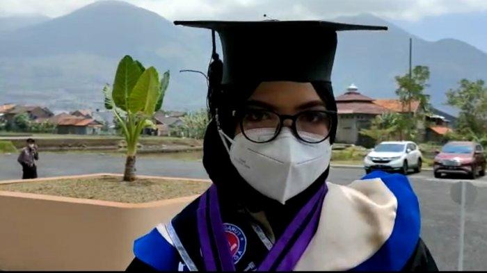 Rosidah Avifah Nurzannah Lulusan Terbaik Fkominfo Uniga, Berjuang Lawan Kanker Sejak SD