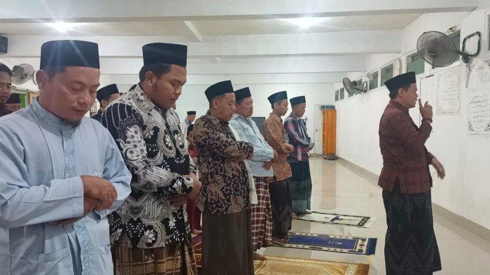 Hanya Perlu Enam Menit untuk Salat Tarawih 23 Rakaat di Pondok Pesantren Al-Quraniyah Indramayu