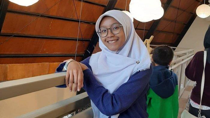 Siti Yumna Shiba Jatuh Cinta Pada Mega Mendung, Jadi Perancang Busana di Usia Belia