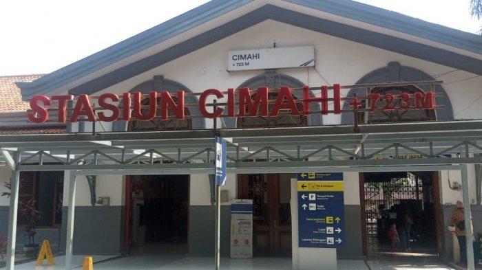 Stasiun Cimahi awalnya  sebuah halte yang dibuka pada 17 Mei 1884 bersamaan peresmian jalur kereta api Cianjur–Bandung oleh perusahaan kereta api Negara Staatssporwegen (SS)