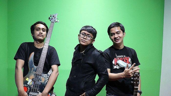 Grup band, The Handler