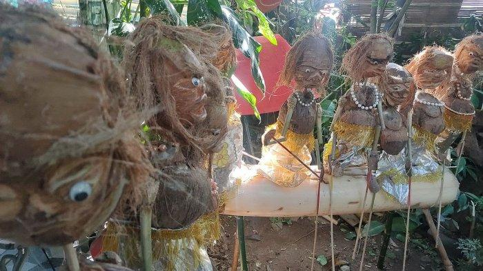 Wayang Korona yang dibuat dari batok kelapa buatan Maya Berlin, di Desa Jatipamor, Kecamatan Panyingkiran, Majalengka