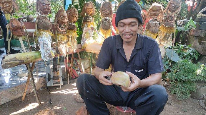 Maya Berlin Sulap Batok Kelapa Jadi Wayang Korona, Kreativitas Seorang Guru di Tengah Pandemi