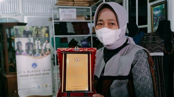 Yanti Lidiati Rela Habiskan Waktu dan Tenaga untuk Berdayakan Perempuan di Desa Lampegan, Bandung