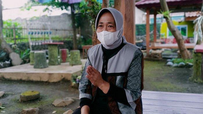 Yanti Lidiati, warga Desa Lampegan, Kecamatan Ibun, Kabupaten Bandung