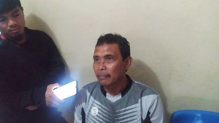 Pelatih Persib U-21, Yusuf Bachtiar saat diawawancarai wartawan