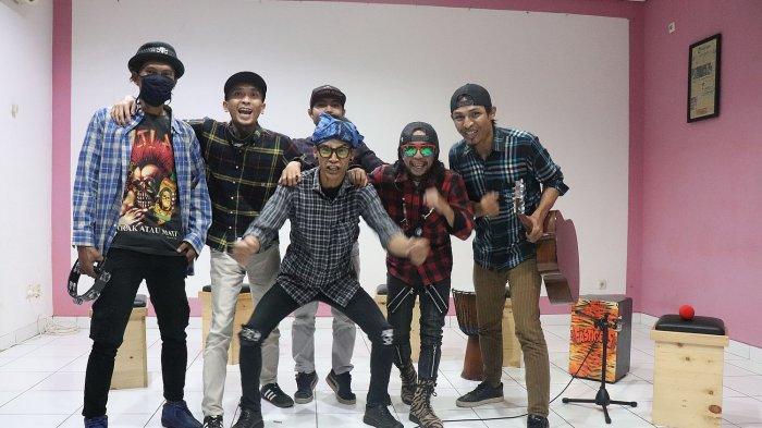 Berenyit Lembur, Band yang Mengangkat Kearifan Lokal dengan Enam Personel