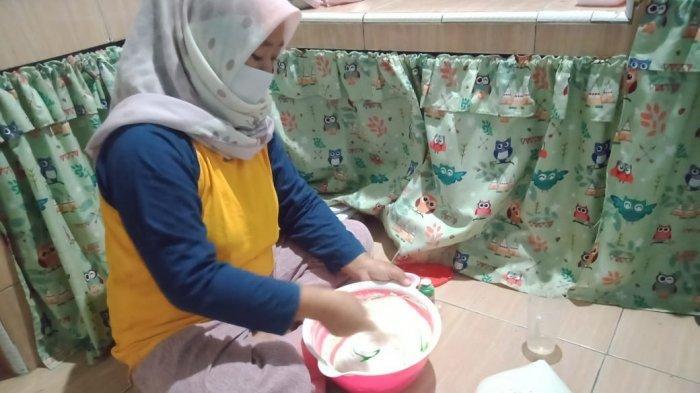 Diana Biasa Posting Kue-kue Buatannya di Media Sosial, Hasil Keuntungan untuk Uang Jajan Anak