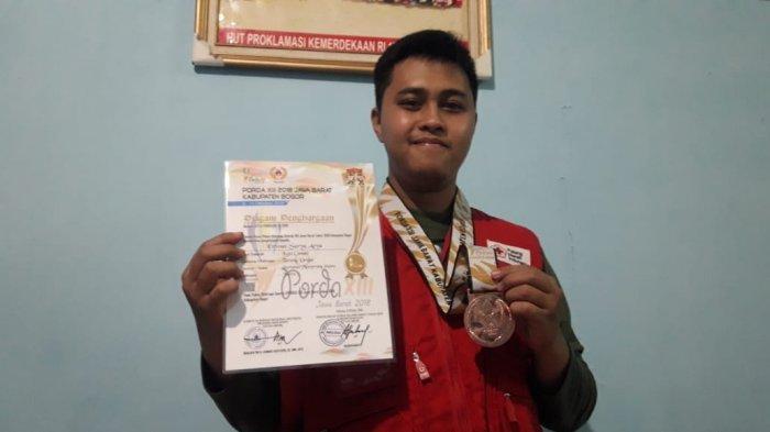 Atlet Muda Tarung Derajat Berprestasi yang Tergerak Jadi Relawan Palang Merah