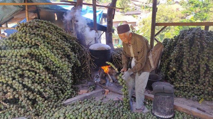 Di Sentra Kolang-kaling Desa Girimulya PenjualanMalah Turun Saat Ramadan
