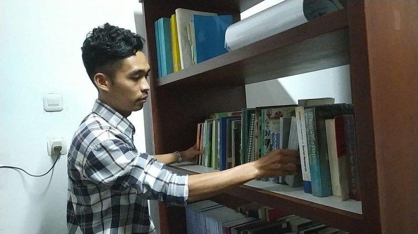 Dede Ahmad Rajin Baca Buku Sejarah Perjuangan Bangsa, Lulusan SMK Ini Menjadi Juru Pelihara GIM