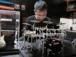 Dengan Modal Pinjaman Rp 200.000 Jhon Sukses MenjadiPerajin Miniatur Alat Musik di Ciamis