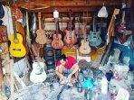 meeng-pembuat-gitar-1.jpg