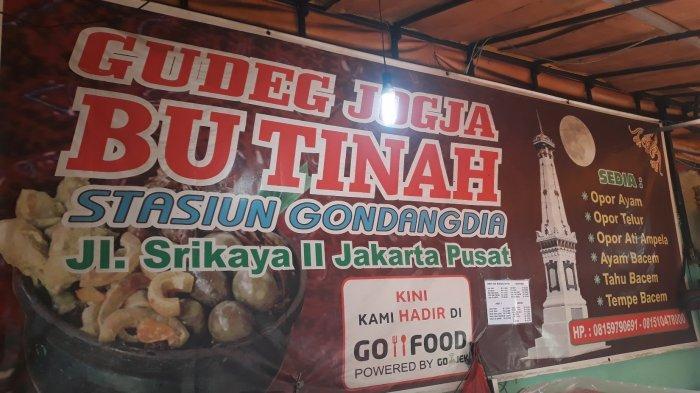 Gudeg Yogya Bu Tinah di Pinggir Stasiun Gondangdia: Berjualan sejak 1970-an