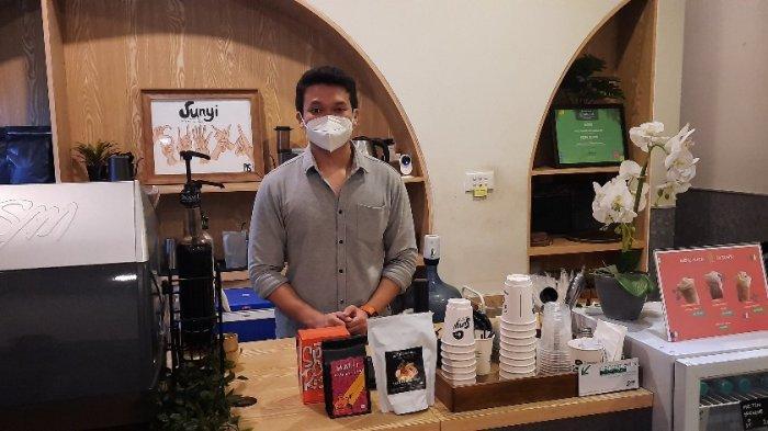 Menikmati Segelas Kopi Susu Gula Aren dari Racikan Tangan Teman Tuli di Kafe Sunyi