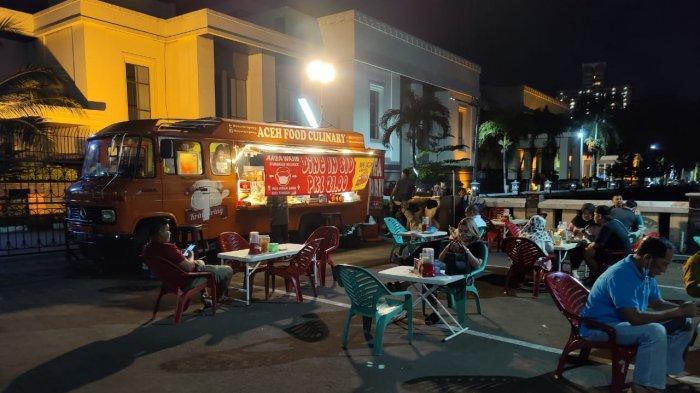 Nikmatnya Cita Rasa Mie Aceh Kring-kring di Tebet: Dimasak dari dalam Bus Antik