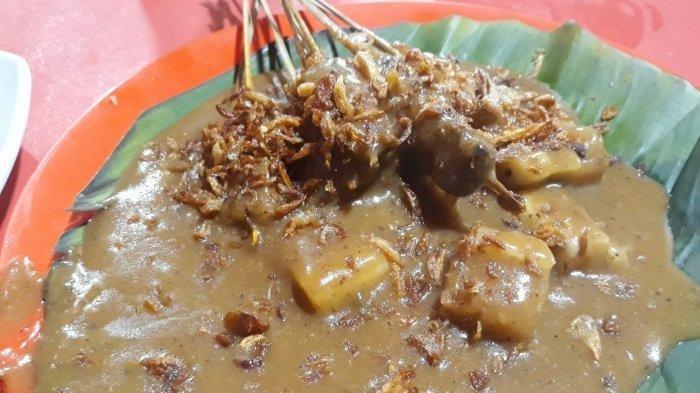 Menikmati Sate Padang Ajo Ramon: Kuliner Melegenda di Pasar Santa