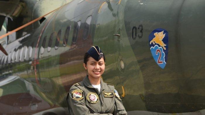 Letda Kal Dewa Ayu Load Master Wanita Pertama TNI AU