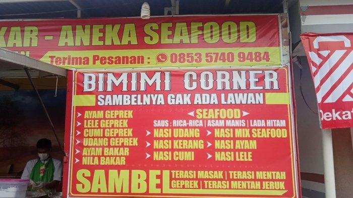 Ayam Geprek Bimimi berlokasi di sebelah RSUD Abdul Manap.