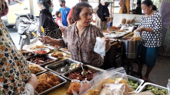 Tribunners Tidak Sempat Memasak di Rumah, Masakan Rumahan Mini Sukarejo Ramai Jelang Siang