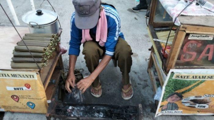 Wisata Kuliner Kota Jambi, Sate Ayam Setia Menanti Pakai Konsep Tradisional Dengan Gerobak Gendong