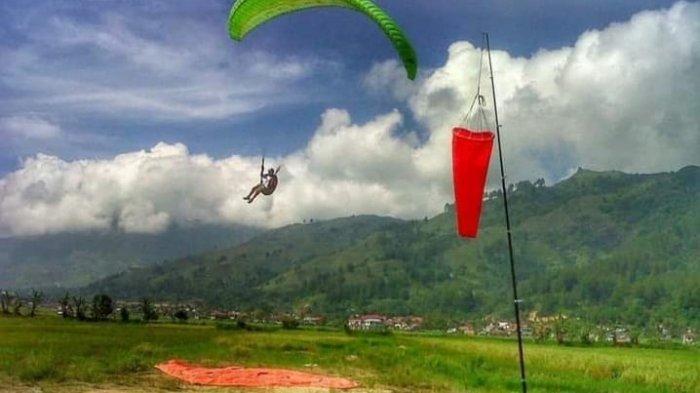 Paralayang Kerinci, Nikmati Keindahan Gunung Kerinci dari Atas Langit