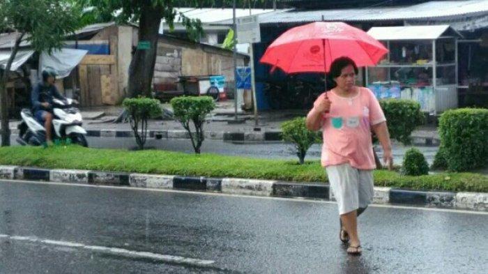 Traveller Waspada Jika Hujan, Ini Tips Aman Dari Petir, Jangan Berteduh di Bawah Pohon