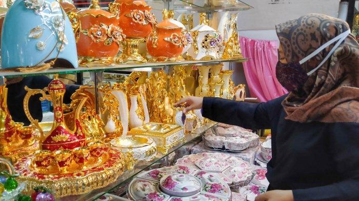 Destinasi Wisata Belanja Keramik Pasar Sitimang Kota Jambi, Sejak 1970 Sampai Kini Masih Eksis