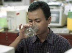 Tetap Minum 8 Gelas Dalam Sehari Saat Bulan Puasa, Ini Waktu Terbaik Saat Minum