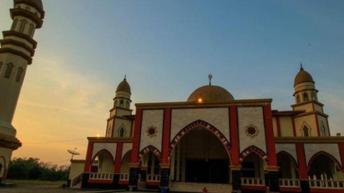 Masjid Kubah Emas Arsitektur Timur Tengah di Sarolangun Jambi, Ngabuburit Sore Sambil Wisata Religi