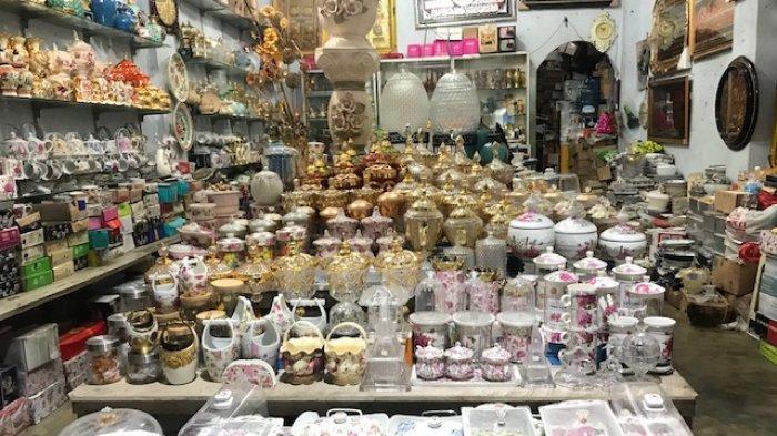 Tampilan Elegan, Toples Shaby Masih Favorit, Wisata Belanja Keramik di Pasar Sitimang Kota Jambi
