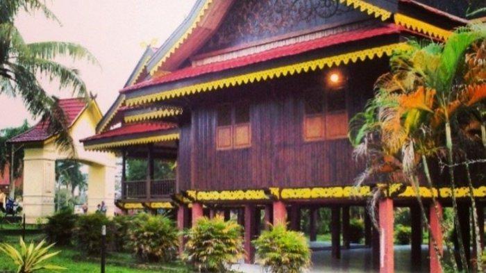 Eks Arena MTQ Paal Merah, Banyak Spot Foto Dengan Background Rumah Adat Kabupaten di Jambi