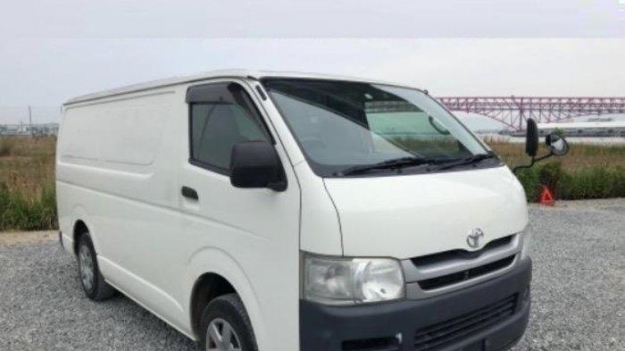 Mobil Toyota Ini Ada Freezernya, Bisa Buat Es Batu Sambil Traveling