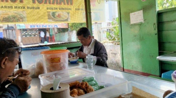 Gratis Kue dan Camilan Hari Jumat, Warkop Tumaritis Terkenal Menu Indomie Rebus Rasa Khas dan Enak